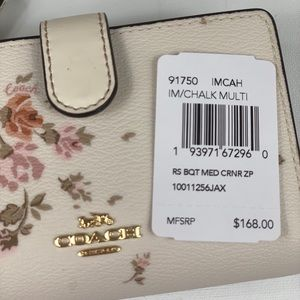 Coach Bags - NWT Coach Medium Corner ZIP Wallet